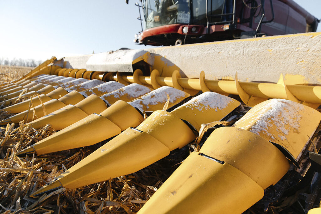 Беспилотный комбайн убирает урожай на снегу - Новости сельского хозяйства Беларуси и Мира