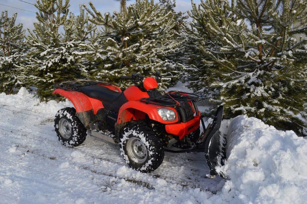 Уборка снега - Квадроцикл - помощник в лесном хозяйстве - Новости сельского хозяйства Беларуси