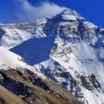Экологи впервые обнаружили частицы микропластика на вершине Эвереста